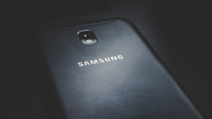 Samsung Galaxy S10 z portfelem na kryptowaluty.